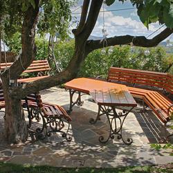 935f2e6a7d87 Exkluzívny kovaný nábytok s exotickým cédrovým drevom - záhradný stôl