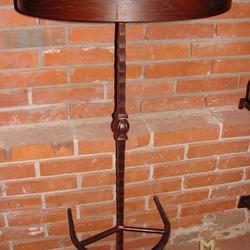 451386fb3bec Kovaný barový stolík kombinovaný drevom - kovaný nábytok